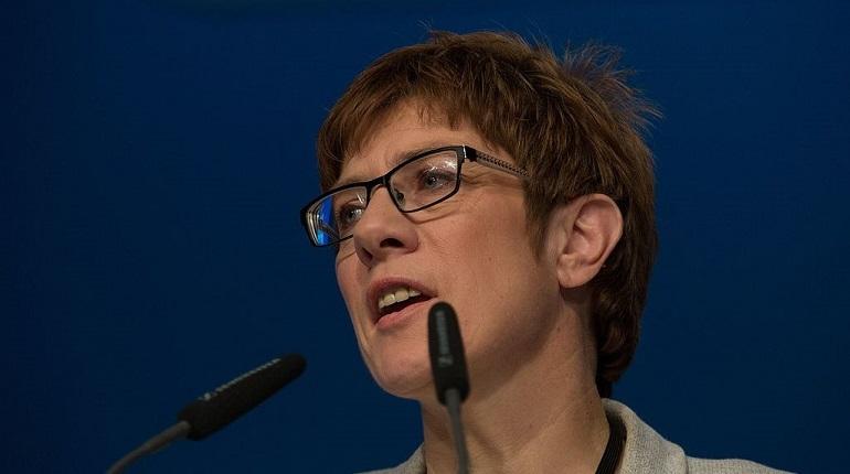 В Германии 7 декабря стало известно, кто сменит Ангелу Меркель на посту председатель Христианско-демократического союза (ХДС). Большинство делегатов съезда партии проголосовали за Аннегрет Крамп-Карренбауэр.
