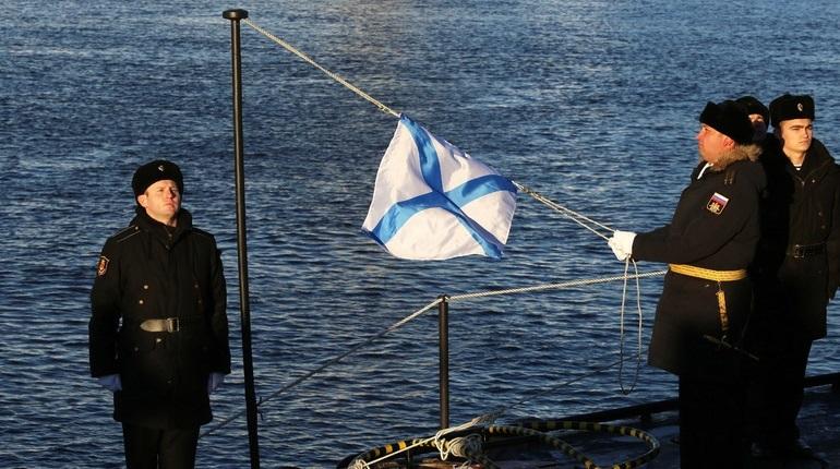 В Петербурге мастера огненного искусства 8 декабря поразят горожан опасными трюками, а в Кронштадте отметят 100-летие со дня образования подводных сил Балтийского флота. В субботу петербуржцы также смогут опробовать новый каток, который откроют в