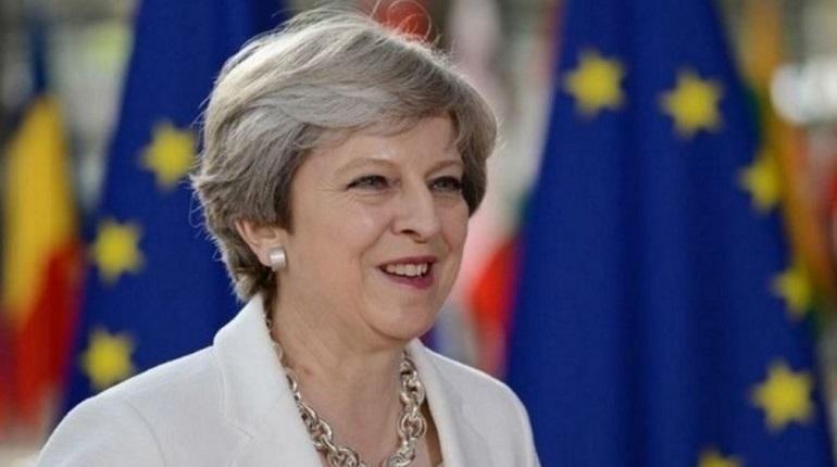 Премьер-министр Великобритании Тереза Мэй утвердила список, в которой вошли шесть влиятельных бизнесменов из России. Их имена Мэй предоставили британские спецслужбы. В отношении россиян власти страны введут ряд ограничительных мер после инцидента в Солсбери.