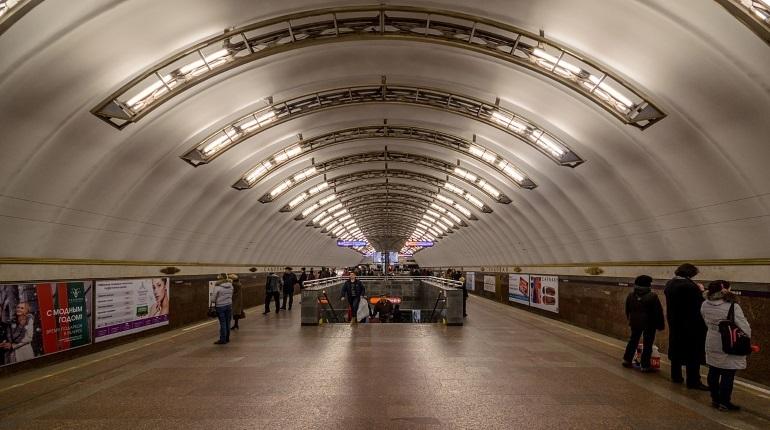 В Петербурге пассажиров начали пускать на станцию метро «Садовая». Подземку закрывали на проверку днем в субботу, 8 декабря.