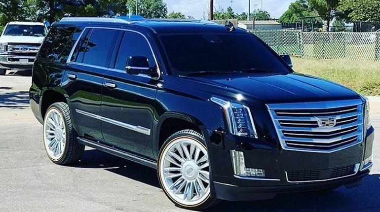 Житель Санкт-Петербурга заявил в полицию о краже дорого автомобиля Cadillac Escalade. По оценке петербуржца, ему причинили ущерб в 5 миллионов рублей.