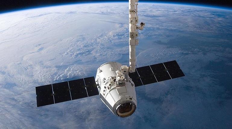 Национальное управление по аэронавтике и исследованию космического пространства США сообщило о том, что американский грузовой корабль Dragon прибыл на Международную космическую станцию.