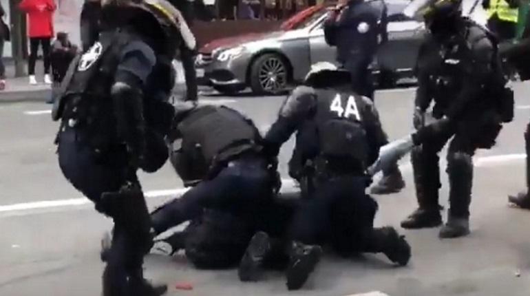 Министр внутренних дел Франции Кристоф Кастанер сообщил, что число задержанных в ходе субботней манифестации в Париже превысило 1550 человек. Об этом министр заявил, общаясь на Елисейских полях с представителями подразделений, задействованных в мерах по наведению порядка в ходе манифестаций