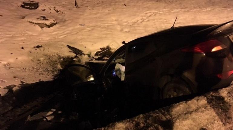 Интернет-пользователь рассказал в социальной сети «ВКонтакте» о лихом гонщике, который въехал в канаву на машине в Пушкине, а потом с травмами уехал домой, не заглушив двигатель машины.