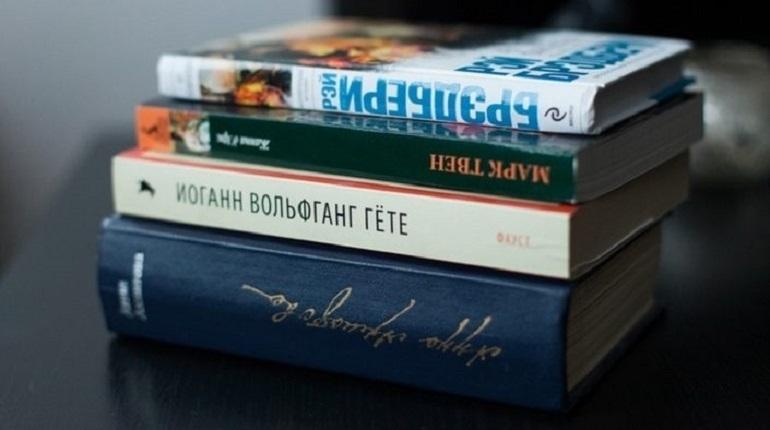 В Петербурге в Доме журналиста в 12:00 началась пресс-конференция, посвященная открытию новогоднего книжного салона