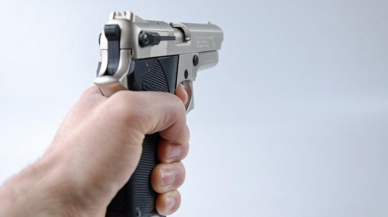 В Гатчине грабитель совершил разбойные нападения в МФО на одной улице