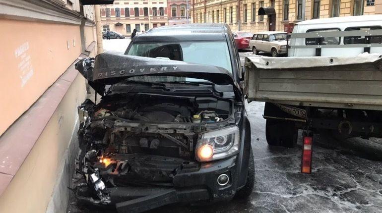 «Машина сама так поехала»: девушка на джипе собрала «страйк» в Петербурге