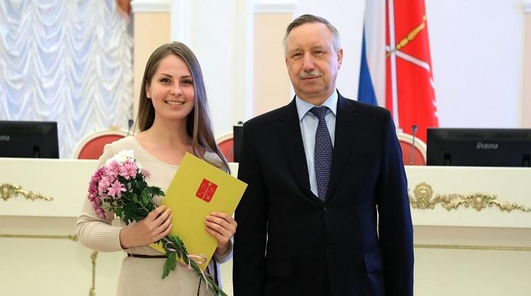 Беглов наградил волонтеров в Смольном