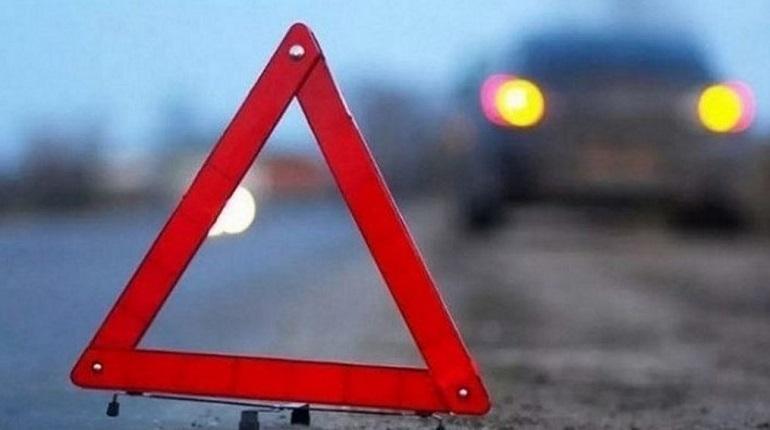 На светофоре на Планерной в автомобиле заснули двое мужчин