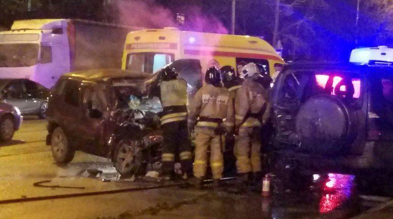 Niva Chevrolet на Ленсовета загорелась, устроив массовое ДТП