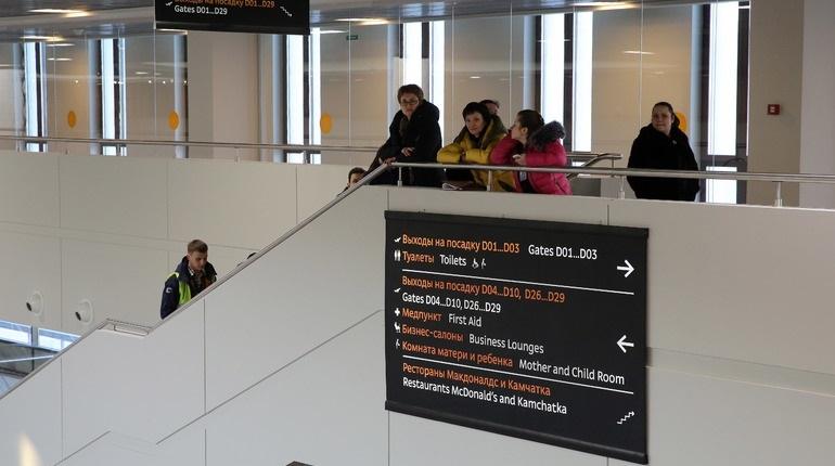 В Петербурге на три часа отложили вылет самолета авиакомпании Tajik Air в Душанбе. Борт должен был подняться в воздух в 13:15, однако пассажиры до сих пор не покинули аэропорт Пулково.