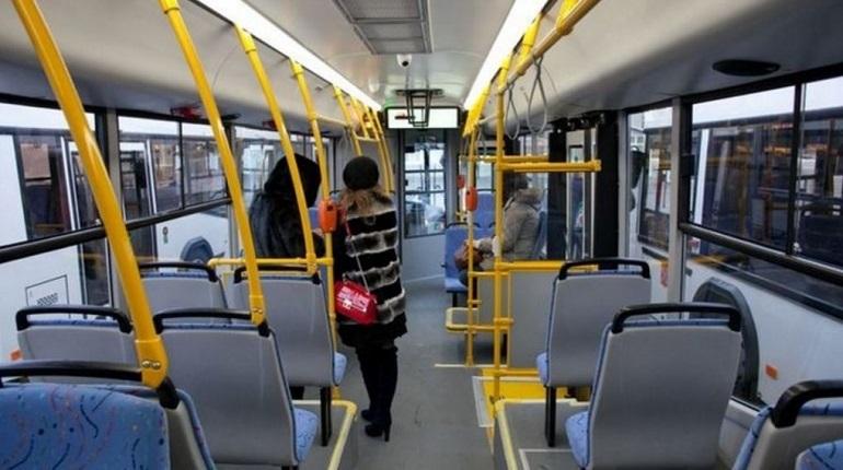 С двух часов дня 16 декабря бесплатные автобусы начали отвозить хоккейных болельщиков к