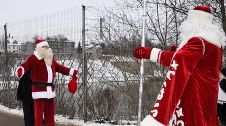 Встреча российского Деда Мороза с его эстонским коллегой Йыулуана состоялась на Кингисеппской таможне. Контроль им все равно пришлось пройти.