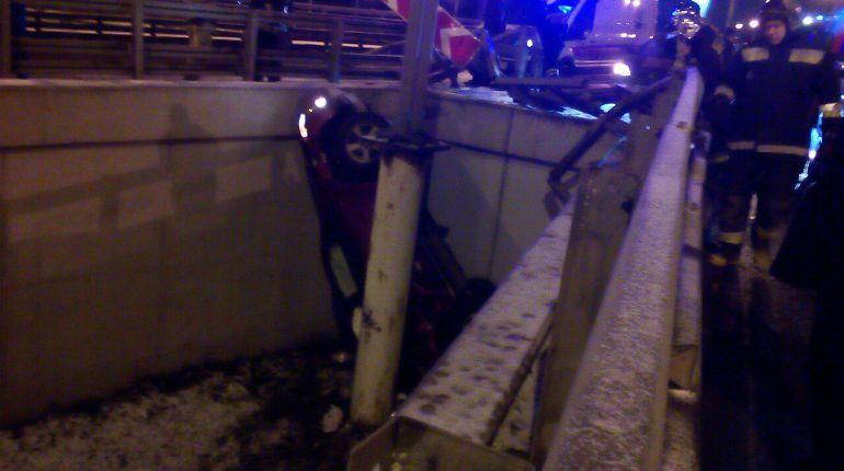 Автомобиль упал сразвязки Шафировского иИндустриального— свидетели
