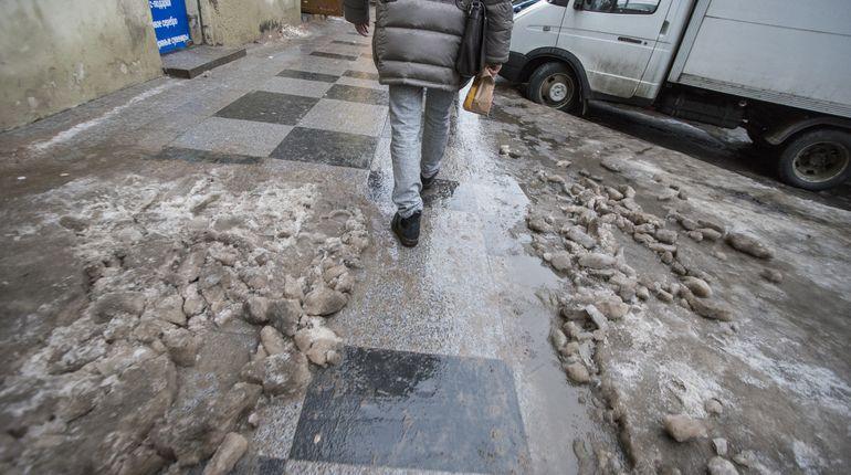 Скользкие дворы Петербурга проверят по звонку на «горячую» линию