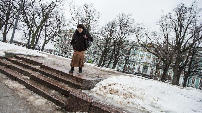 Из-за гололедицы в Петербурге за прошедшую неделю пострадали больше 220 человек. При этом речь идет только о тех, кто обратился после травмы за медицинской помощью.