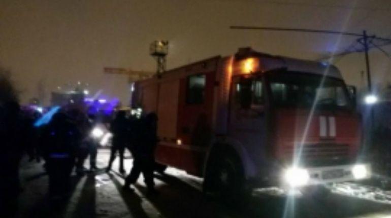 В Невском районе пожар на складе тушили 30 человек
