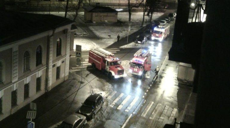 Очевидцы: хулиганы обманули спасателей пожаром на Курляндской улице