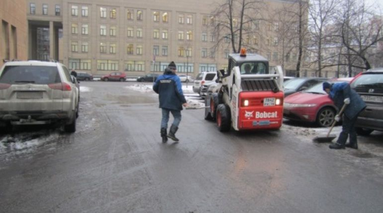 В трех районах Петербурга проверили качество зимней уборки
