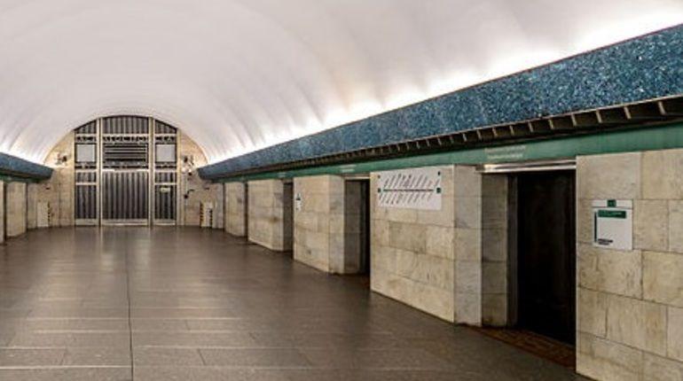 Станцию метро «Василеостровская» проверяли больше часа