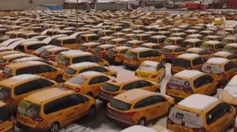 Кладбище такси в российской столице сняли навидео