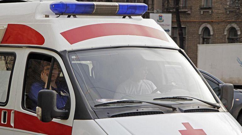 На проспекте Стачек неизвестный пырнул мужчину ножом