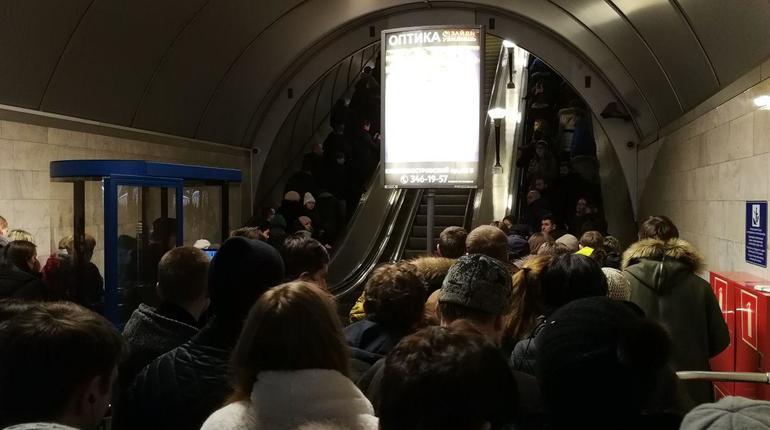 Сосреды изменяется график работы вестибюля станции метро «Петроградская»