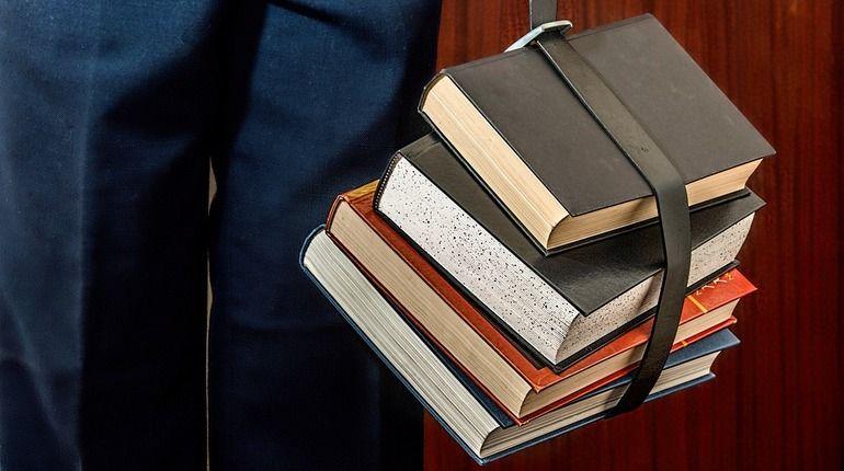 Пушкин «заминировал» библиотеку в Тихвине