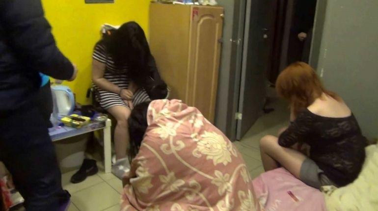 В квартире на Новочеркасском поселились проститутки