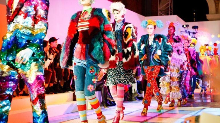 Стилист Мария Луконина: Новый год встречайте в перьях и пайетках