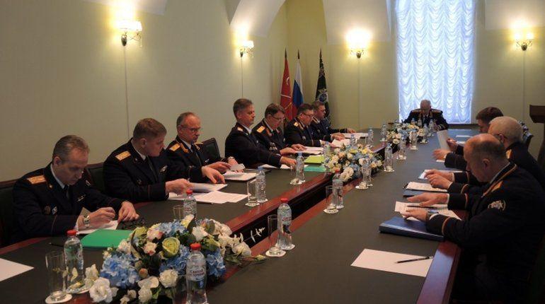 Председатель Следственного комитета (СКР) Александр Бастрыкин провел оперативное совещание в Санкт-Петербурге. Он акцентировал внимание на расследовании жестоких преступлений, совершенных в отношении несовершеннолетних.