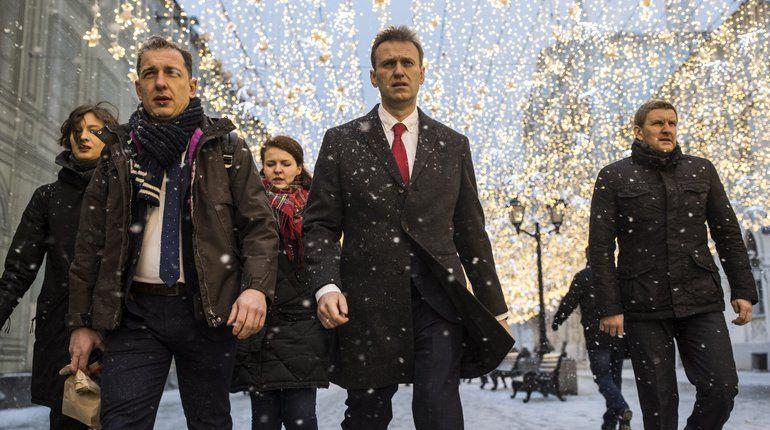 Фото брутального Навального по дороге в ЦИК превратили в мем