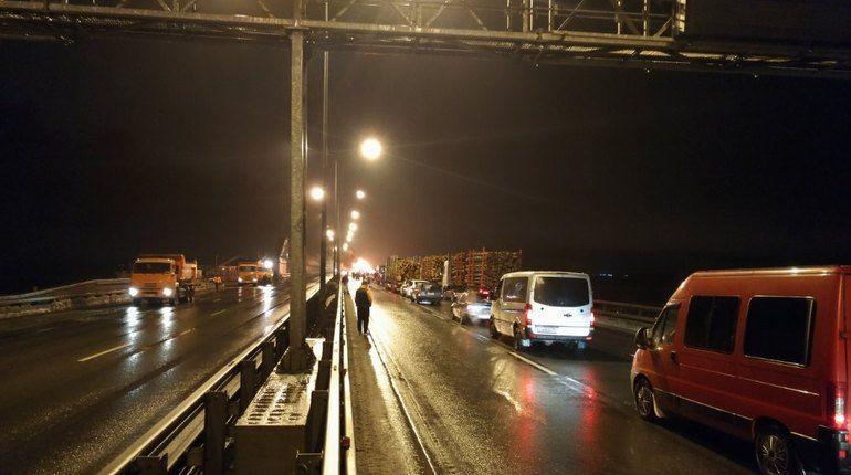 В северной столице свидетели проинформировали осгоревшем наКАД грузовике