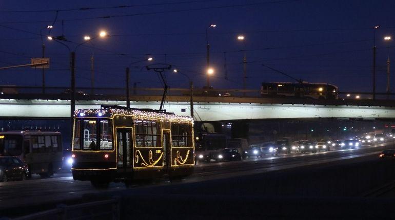 Первого января петербуржцы смогут добраться домой на трамваях и троллейбусах