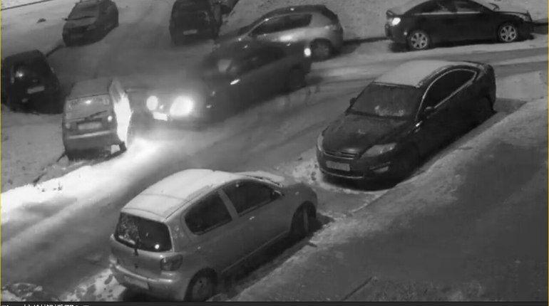 В Славянке неадекватный водитель разбил чужую машину и скрылся