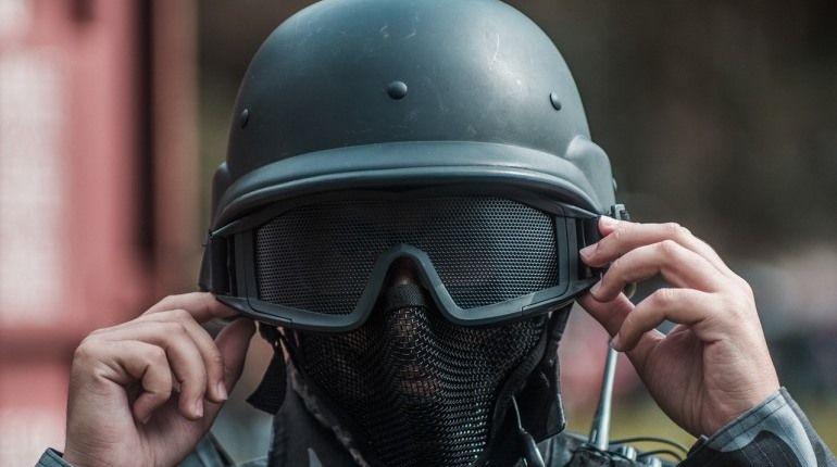 Солдаты и полицейские Египта наделяются всеми полномочиями для борьбы с терроризмом и обеспечения безопасности. За нарушение приказов президента полагается тюремное заключение.