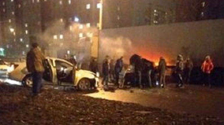 """Пожар вспыхнул после """"лобового"""" ДТП на Караваевской"""
