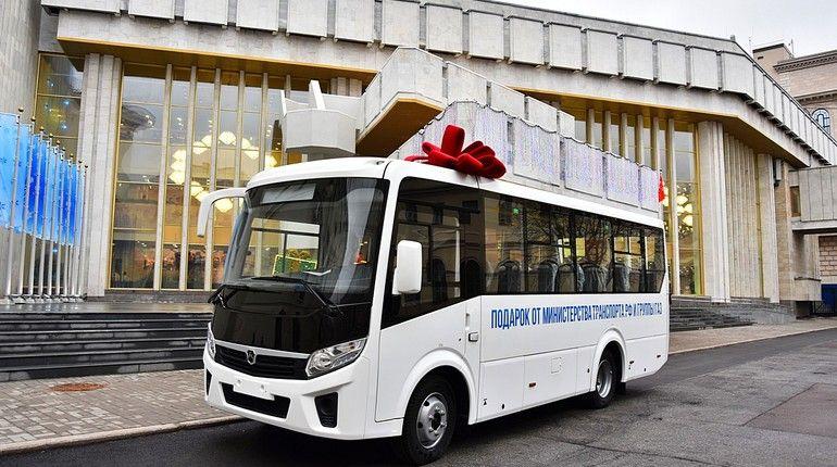 Министр транспорта стал Дедом Морозом в Петербурге