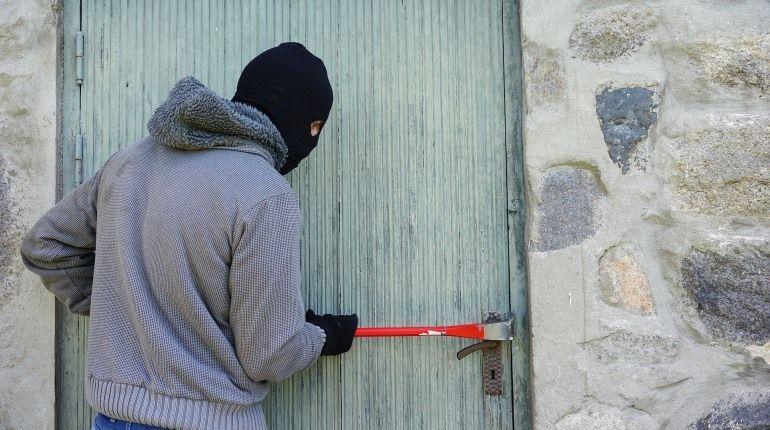 Квартиру помощника замгенпрокурора в Петербурге хотели ограбить, но не смогли