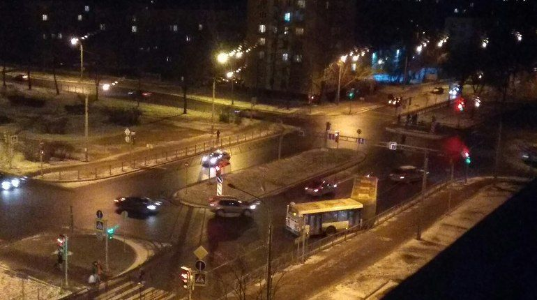Автобус «раздвоился» и влетел в забор на бульваре Новаторов