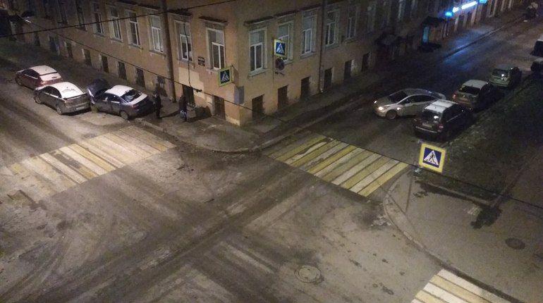 В Столярном переулке два «корейца» прошлись по припаркованным авто