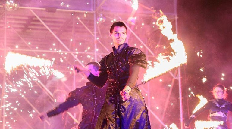 Фестиваль огня разогрел замерзший Петербург