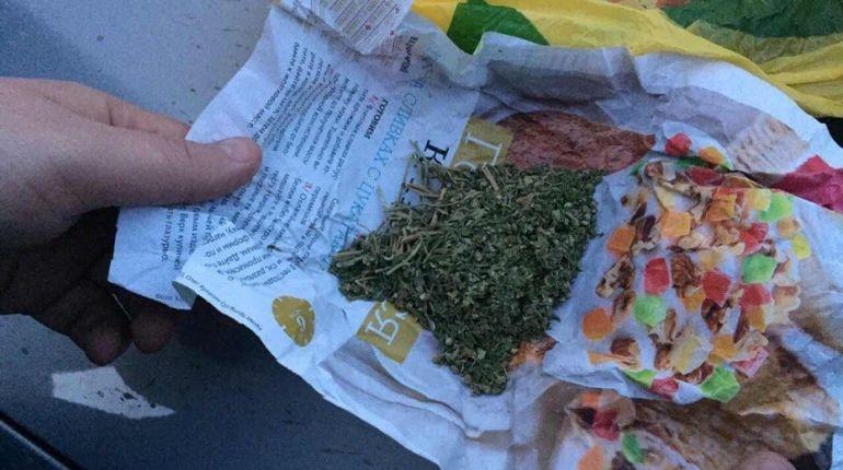 Петербуржца задержали с пакетом марихуаны