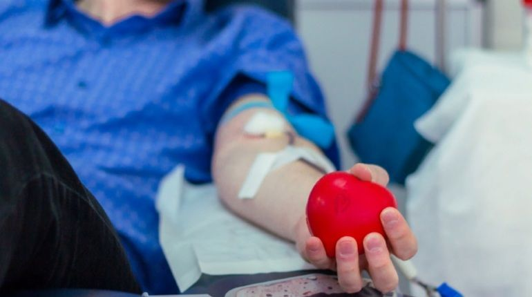 Петербуржцы лишились 180 литров крови в праздники