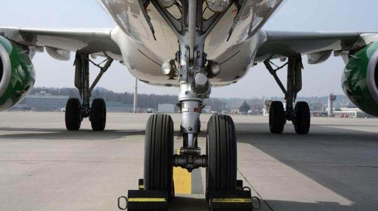 Впольском аэропорту самолет совершил жесткую посадку без переднего шасси