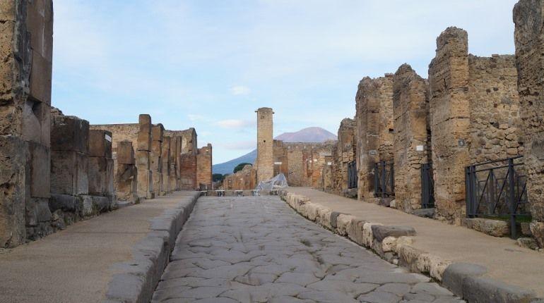 Помпейские вандалы повредили античную фреску